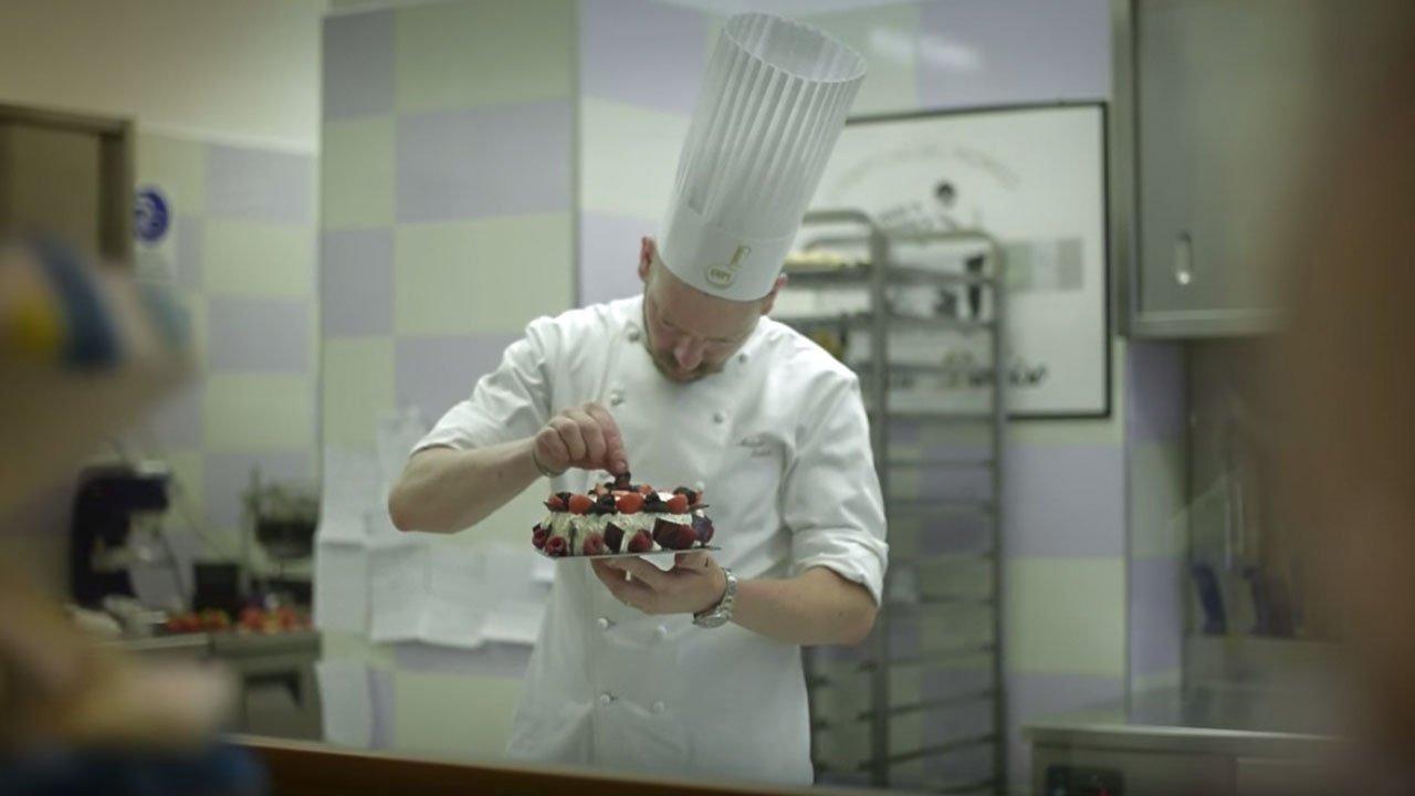 Antonio Daloiso pasticcere in laboratorio